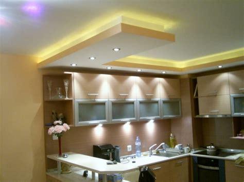 plafond de cuisine design faux plafond moderne dans la chambre à coucher et le salon