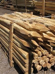Piquet En Bois Pour Cloture : piquet cloture bois piquets de cl tures en bois de ch taignier sci s et corc s piquets de ~ Farleysfitness.com Idées de Décoration