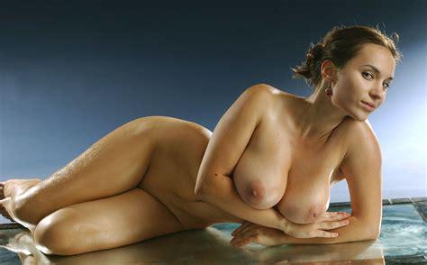 Beautiful Nude Women Oiled Up