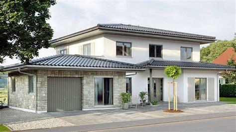 Design Garage Garagen Als Schmuckstuecke by Landhaus Mit Zeltdach Walmdach Mit Einer Au 223 Enfassade