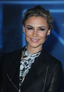 Samaire Armstrong Workout Routine - Celebrity Sizes