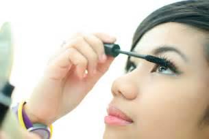 How to Put On Makeup Light