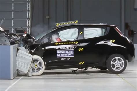 crash test siege auto 2013 2015 chevrolet volt chevy safety review and crash test