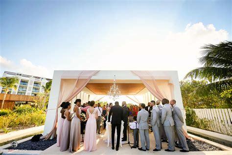 Finest Playa Mujeres Wedding Photographer Fineart Studio