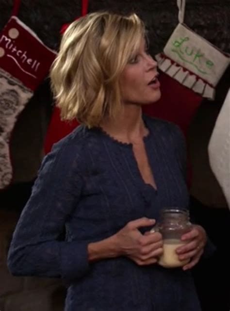 top, claire dunphy, modern family, julie bowen, blue