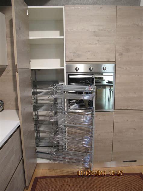 Cucine Moderne Con Dispensa by Cucina Moderna Con Dispensa Ad Angolo Top Cucina Leroy