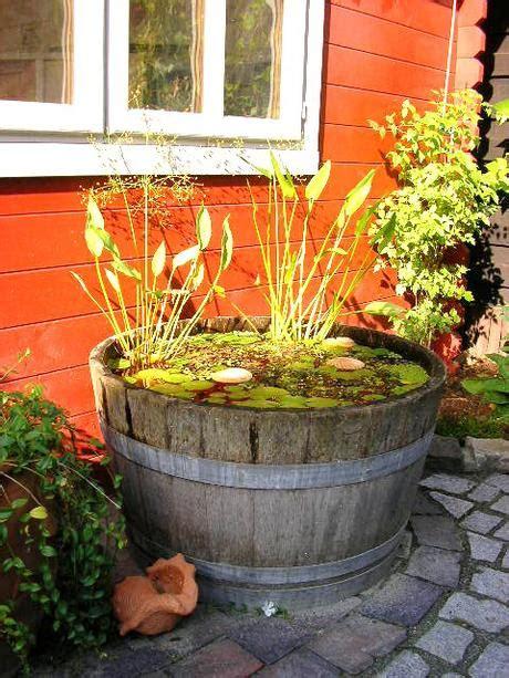 Miniteich Anlegen So Kommt Der Teich Auf Den Balkon by Ein Biotop Im Garten Anlegen Tipps F 252 R Einen Kleinen