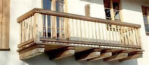 Balkongeländer Holz Selber Bauen : balkon und balkongelaender aus holz ~ Lizthompson.info Haus und Dekorationen