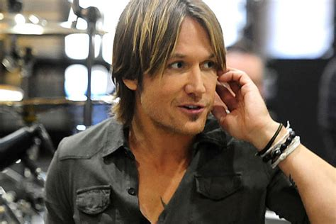 Keith Urban Surprises Fan Club At Country Music Hall Of