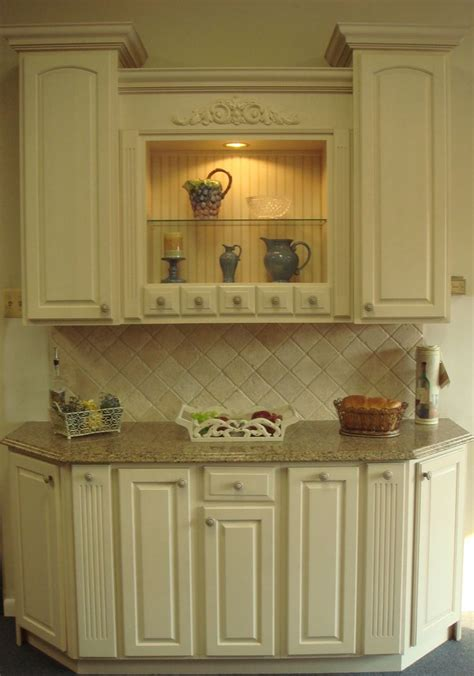 quot yorktowne quot antique white cabinets with sienna ridge