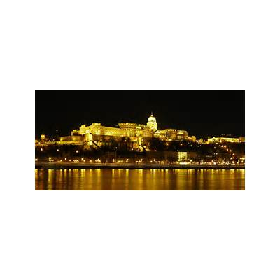 File:Buda Castle by night 2.jpg - Wikimedia Commons