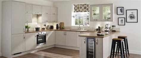 antique kitchen cabinets for burford kitchen range kitchen families howdens 7476
