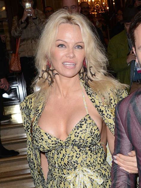 Pamela Anderson Looks Younger: Plastic Surgery Experts ...