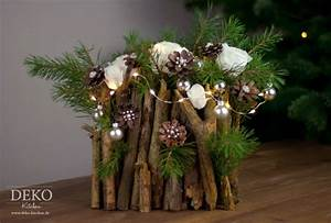 Weihnachtliche Deko Ideen : weihnachtsdeko basteln ausgefallenes adventsgesteck mit zweigen deko kitchen ~ Markanthonyermac.com Haus und Dekorationen