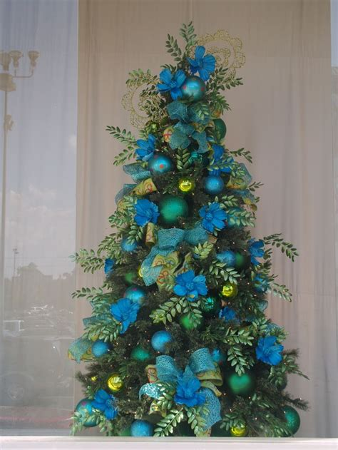 green tree decorations pin by rainey lane on holidays parties pinterest