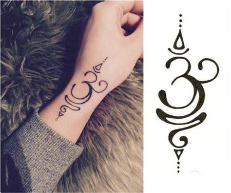 spirituelle symbole tattoos die besten 25 buddhistische symbole ideen auf symbolische t 228 towierungen was
