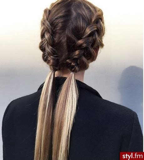 fryzury na dlugich wlosach warkocze