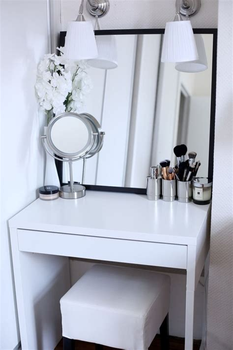 vanity ideas for small bedrooms 25 best small vanity table ideas on pinterest small 20062 | aabc133ef9c51f27401932c6c7dcd2b5 vanity ideas mirror vanity ideas diy bedroom small spaces