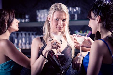 sexual aggression common  nightclubs  bars
