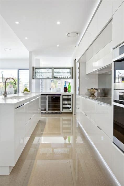 carrelage moderne cuisine 41 photos qui vont vous présenter le carrelage brillant