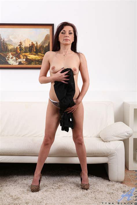 Redhead Milf Tyna Black Teases And Strip Naked Milf Fox