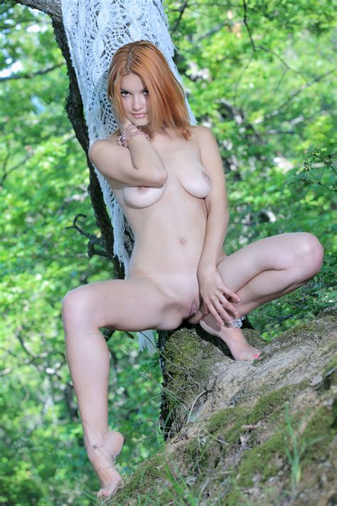 Beautiful Girl Posing Naked In The Nature Naked Girls