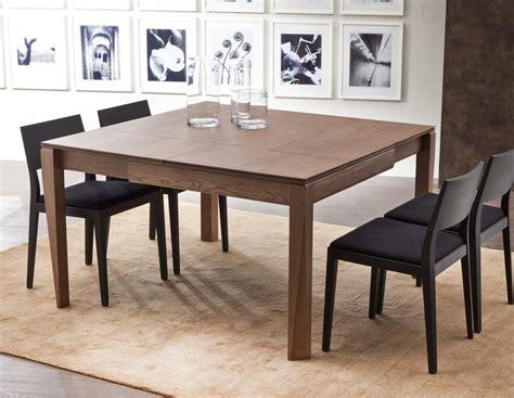 couvrir un canapé la table transformable conviviale et modulable