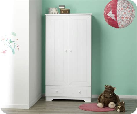 chambre bebe en pin armoire pour chambre de bebe