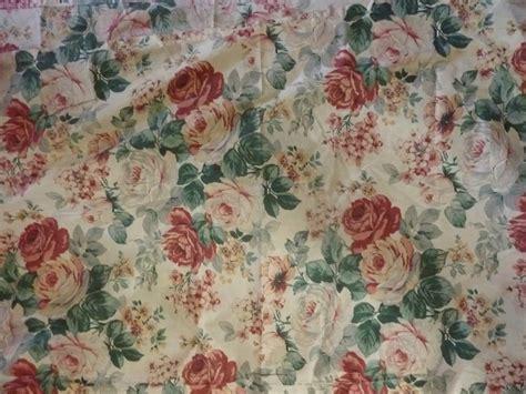tissus fleuris pour rideaux 1894 grand rideau tissu ancien fleuri roses fond 233 cru l univers textile des ateliers la