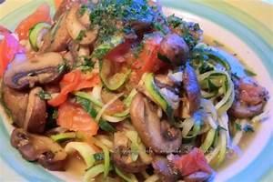 Zucchini Nudeln Schneider : zucchini nudeln mit pilzen und tomatenw rfeln veggiekochwelt ~ Eleganceandgraceweddings.com Haus und Dekorationen