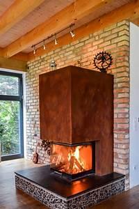 Kamin In Wand : kamin mit dreiseitiger verglasung in rostoptik wand aus ~ Michelbontemps.com Haus und Dekorationen