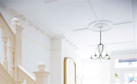 Tommy's Tips: Fitting a Plaster Ceiling Rose