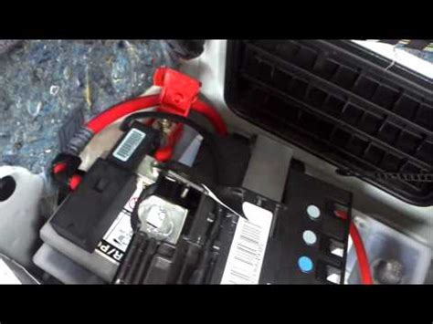 bmw e90 batterie bmw 3 series e90 1 2 battery removal how to diy