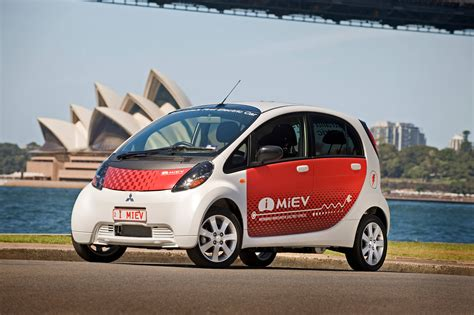 australians arent buying electric cars  car news carsguide