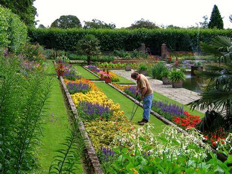 sunken garden  dutch garden kensington palace lo