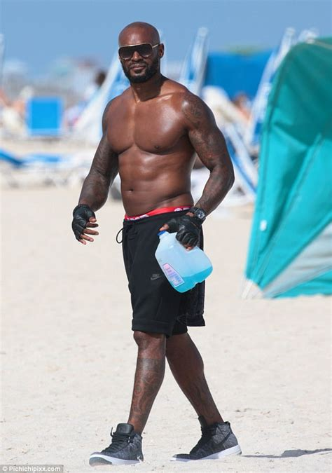 tyson beckford shows   sculpted  pack   miami