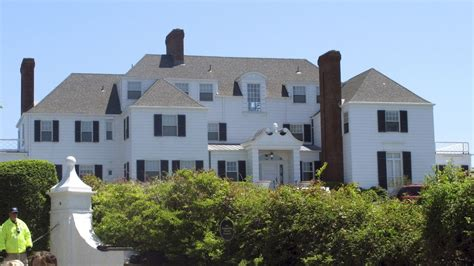 Taylor Swift's New England mansion broken into by man who ...