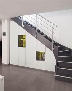 Placard Escalier : les 25 meilleures id es de la cat gorie placard sous escalier sur pinterest rangement sous ~ Carolinahurricanesstore.com Idées de Décoration
