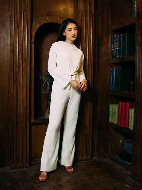กางเกงพลีทสีขาว ขาบาน เอวสูง เอวยางยืด มีซับใน - AYNRISM