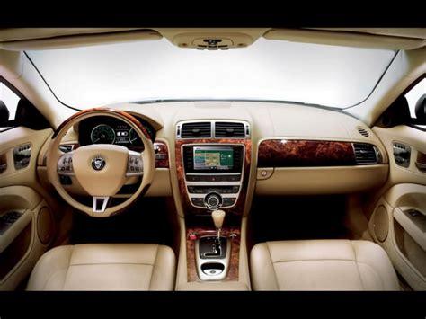 design interior pentru masini de lux cu insertii de lemn
