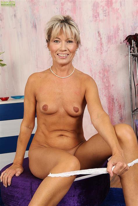 Blonde Milf Janet Darling Flick Her Pinkish Slit Milf Fox