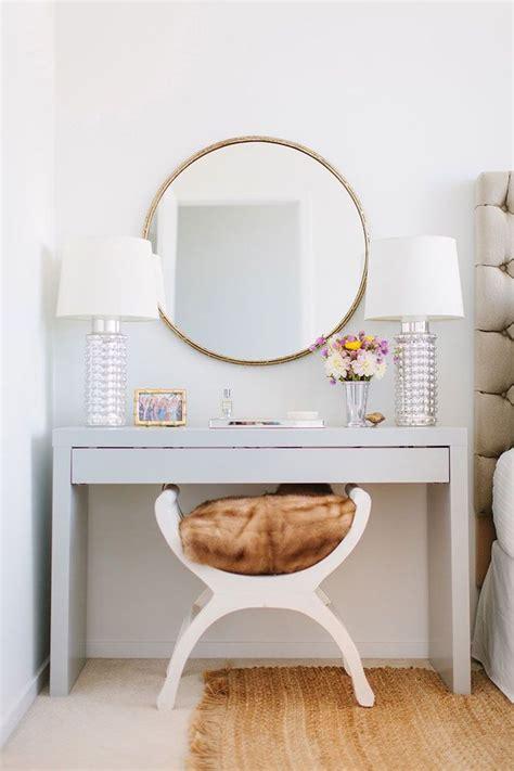 meuble coiffeuse pour chambre rangement coiffeuse moderne pour un coin beauté qui fait