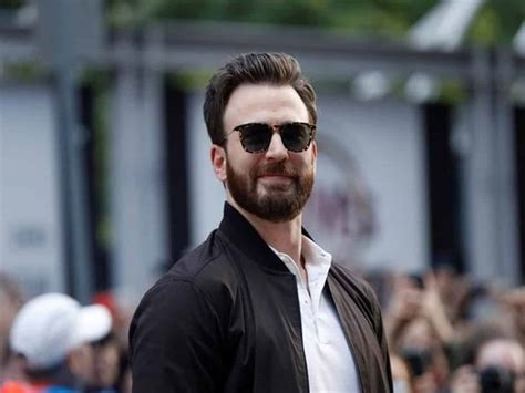 Chris Evans uses nude leak attention to urge Americans to vote