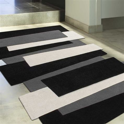 tapis noir blanc gris idees de decoration interieure