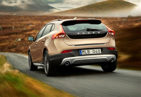 Volvo V40 Cross Country Modification by Volvo V40 Cross Country 2013 Driving Performance