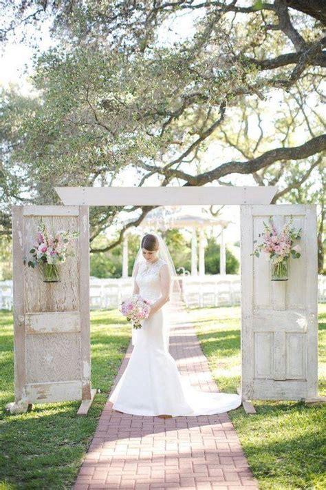 rustic  door wedding decor ideas   love outdoor