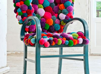 chaises originales tech on trend pom poms carley k