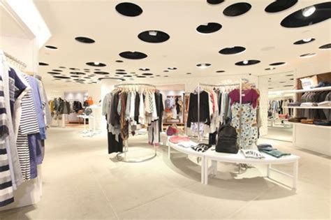 showroom bureau clothing shop best fashion clothing boutique store