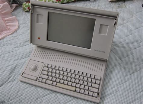 ordinateur apple portable le prototype du premier ordinateur mac portable d apple est sur ebay ubergizmo