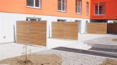 balkonabtrennungen aus holz sichtschutzw 228 nde balkontrennw 228 nde terrassenabtrennungen braun raumsysteme